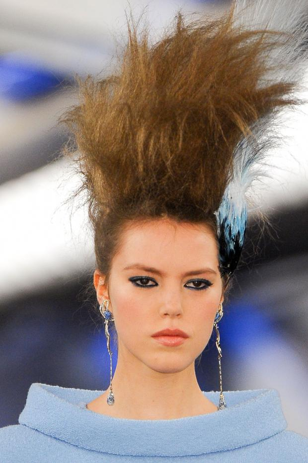 Big hair friday chanel couture spring 2012 hair romance for Haute hairie