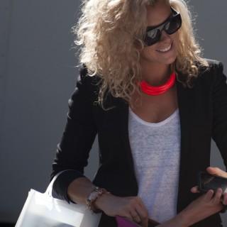 Street style hair – big blonde curls