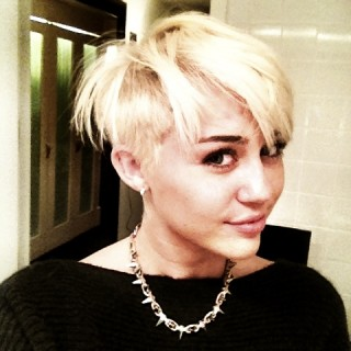 Miley Cyrus new platinum short hair style