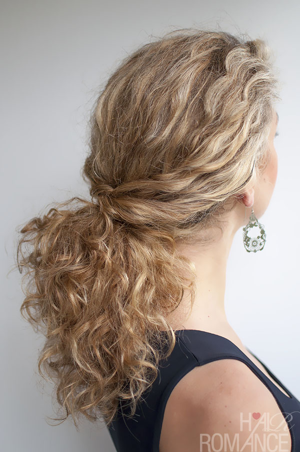 Hair Romance - Curly hair tutorial - Twisted Ponytail in curly hair