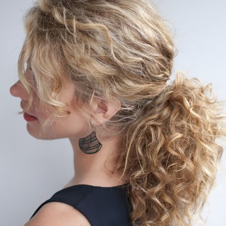 Hair Romance curly hairstyle tutorial - the curly ponytail