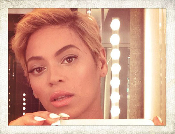 Beyonce shows her new pixie cut