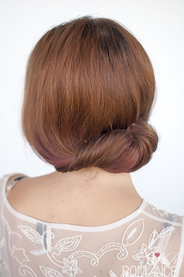 Hair Romance - Rolled chignon updo tutorial