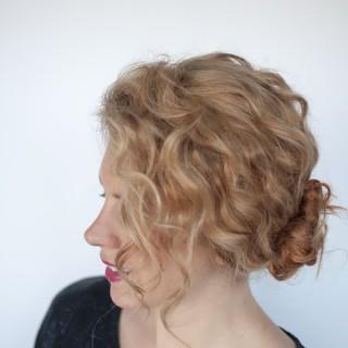 Hair Romance - curly double bun tutorial