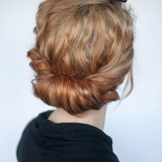 Hair Romance - curly hairstyle tutorial - headband roll
