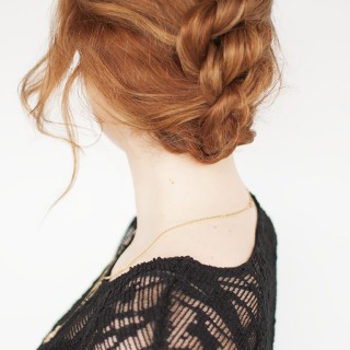 Hair Romance - Simple knotted updo hair tutorial