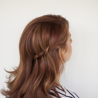 Quick hairstyles - the Waterfall half-twist from Hair Romance - Click through for the full tutorial