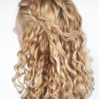 Hair Romance - Easy half up braid tutorial in curly hair