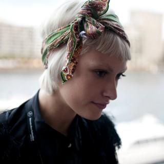 Street style hair – scarf headband