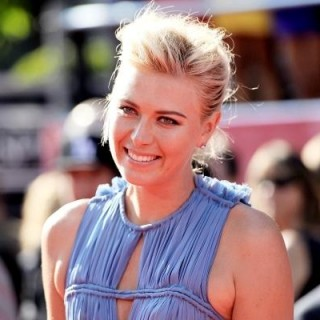Maria Sharapova wears a sporty French Twist & Pin hairstyle