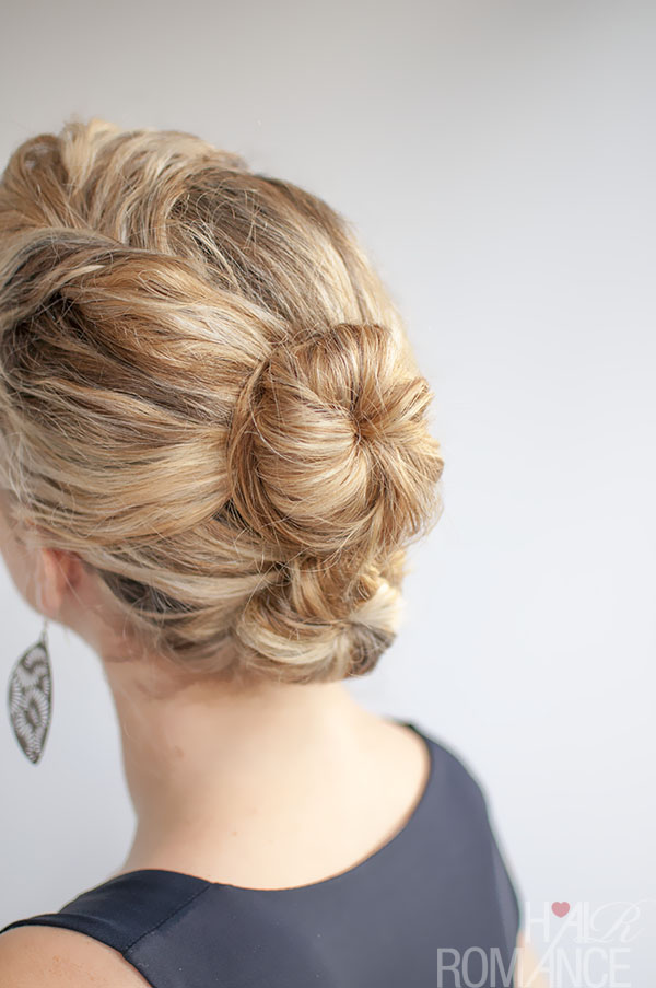 Curly hairstyle tutorial - The Double Bun - Hair Romance
