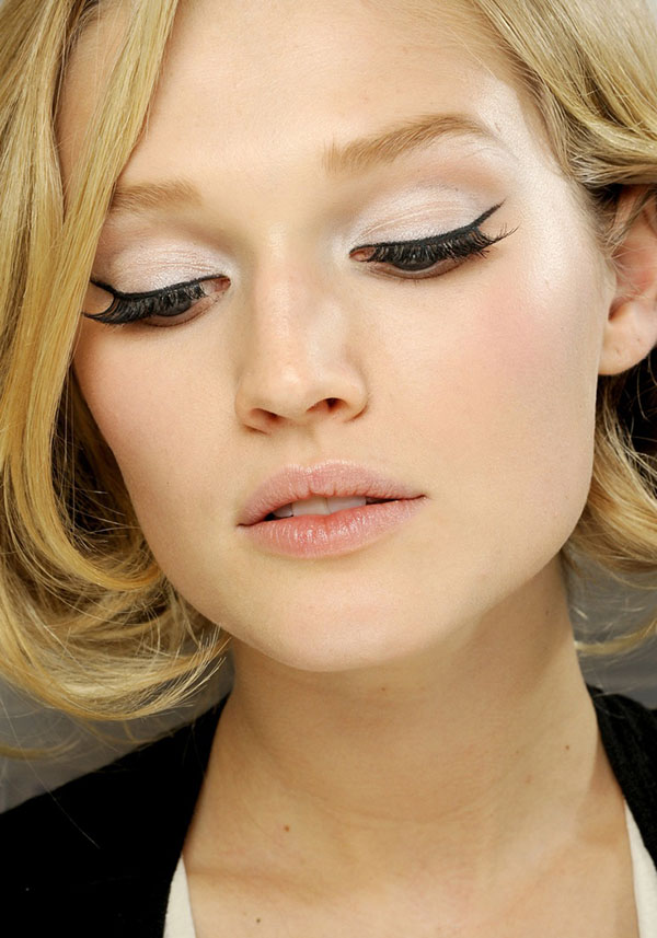 beauty tips how to do winged eyeliner