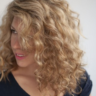 How to get volume in curly hair without a hairdryer – Reader Question
