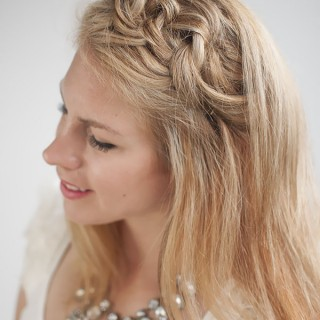 Blondes Week – Knot a Braid Hairstyle Tutorial