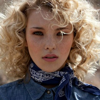 Curls Week – How to style a curly fringe / bangs