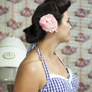 How to finish your vintage hairstyle with the fabulous Miss Pixie
