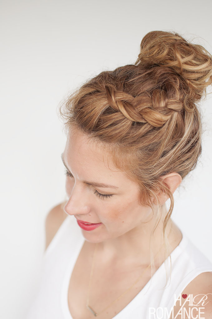 knotting hair styles everyday curly hairstyles curly braided top knot 8282