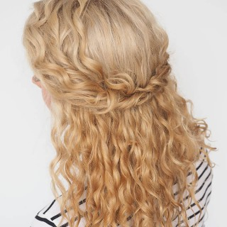 30 Curly Hairstyles in 30 Days – Day 22