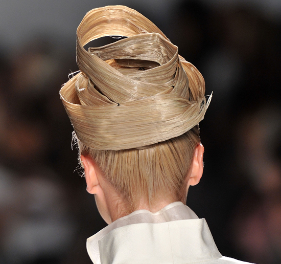 Ten Of The Craziest Hairstyles From Nyfw Runways Hair Romance